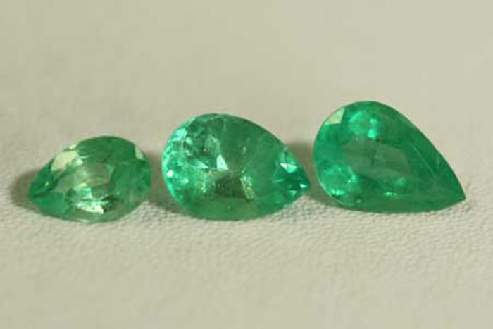 2.55 Ct, Pear Fine Natural Colombian Emerald Lot