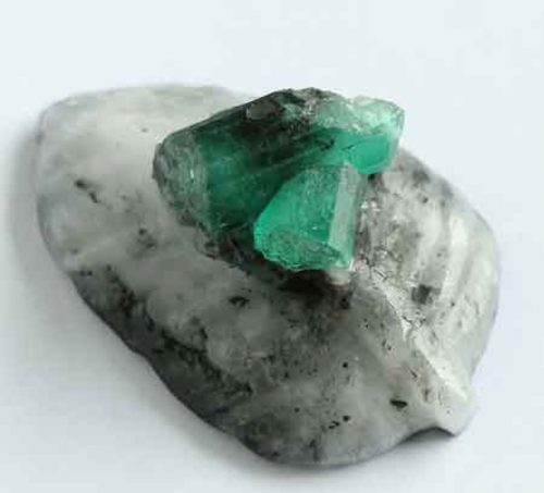 127.75 Ct, Carving Leave Top Natural Mineral Specimen From Colombia, Muzo Minemineral
